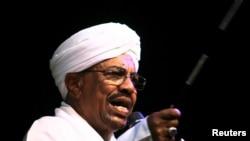 苏丹总统巴希尔2015年6月对支持者讲话。