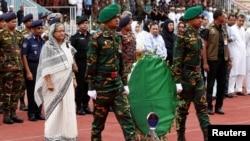 孟加拉国总理哈西娜出席了为死难的20名人质和两位警察举行的悼念仪式(2016年7月4日)