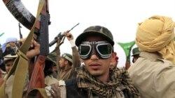 یک سرباز دولت قذافی در غرب شهر اجدابیا