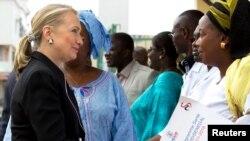 Afrika xotin-qizlarini quvvatlash kerak, deydi Klinton