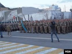 參加今年5月9日莫斯科紅場閱兵彩排的哈薩克軍隊。(美國之音白樺拍攝)