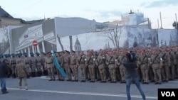 参加今年5月9日莫斯科红场阅兵彩排的哈萨克军队。(美国之音白桦拍摄)