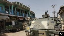 와지리스탄 지역을 순찰 중인 파키스탄 정부군 장갑차 (자료사진)