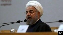 Le président iranien Hassan Rouhani lors de la 29ème Conference Internationale de l'Unité Islamique à Tehran, en Iran, 27 décembre 2015 (AP Photo/Vahid Salemi)