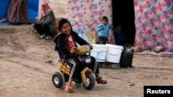 Trẻ em tị nạn Syria chơi đùa ở thành phố đông nam của Kilis, gần biên giới Syria-Thổ Nhĩ Kỳ.
