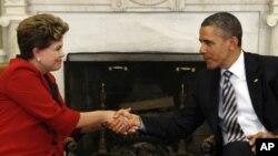 9일 백악관에서 정상회담을 가진 지우마 호세프 브라질 대통령(왼쪽)과 바락 오바마 미국 대통령.