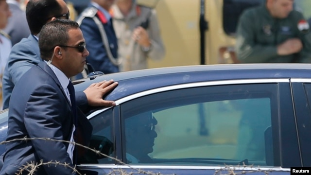 FILE - Members of the presidential guard surround the motorcade of Egypt's President Abdel Fattah al-Sissi in Cairo June 8, 2014.