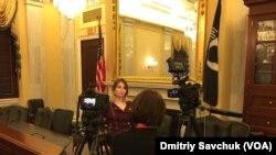Марія Снігова у приміщенні Конгресу США з кореспонденткою «Голосу Америки» Тетяною Ворожко