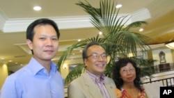 香港公民黨黨魁梁家傑(中)與憲制及管治支部主席郭榮鏗(左)在洛杉磯呼籲各界持續關懷香港民主的發展。