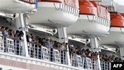 Okyanus'ta Motoru Bozulan Turist Gemisi Limana Çekildi