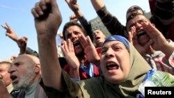 ພວກປະທ້ວງ ຕໍ່ຕ້ານລັດຖະບານອີຈິບ ທີ່ຈະຕຸລັດ Tahrir ໃນນະຄອນຫຼວງໄຄໂຣ (30 ພະຈິກ 2012)