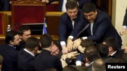 Ukraina parlamentida janjal, to'polonlar tez-tez ro'y beradi