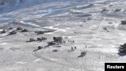 印度軍方提供的照片顯示中國和印度士兵撤離兩軍在拉達克對峙地區的情景。(2021年2月15日)