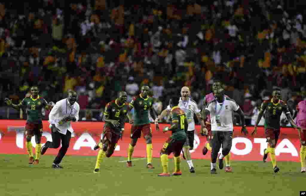Cameroon players and staff celebrate after Vincent Aboubakar, 3rd left, scored their second goal during the African Cup of Nations final soccer match between Egypt and Cameroon at the Stade de l'Amitie, in Libreville, Gabon, Sunday, Feb. 5, 2017.