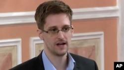 維基解密2013年10月11日發出的一段視頻截圖:前美國國安局合同工斯諾登在莫斯科的一次會議上發言 (資料照片)