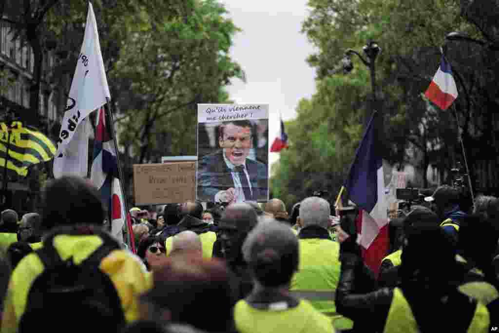 معترضان فرانسوی موسوم به «جلیقه زردها» در شهر پاریس بار دیگر به خیابان آمدند. آنها برای بیست و پنجمین هفته پیاپی برای اعتراض به خیابان آمدند و خواستار برکناری ماکرون هستند.