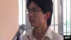 越南30岁的持不同政见政治活动人士丁日威