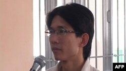 """Tòa án tỉnh Long An hôm 29/10 tuyên phạt 15 tháng tù treo đối với Facebooker Đinh Nhật Uy vì tội """"Lợi dụng các quyền tự do dân chủ xâm phạm lợi ích của Nhà nước, quyền, lợi ích hợp pháp của tổ chức, công dân"""" theo Điều 258 Bộ luật Hình sự."""