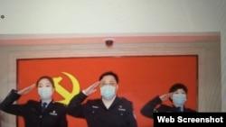 中国公安部副部长孙力军与火线入党的武汉抗疫一线女警察 (推特截图)
