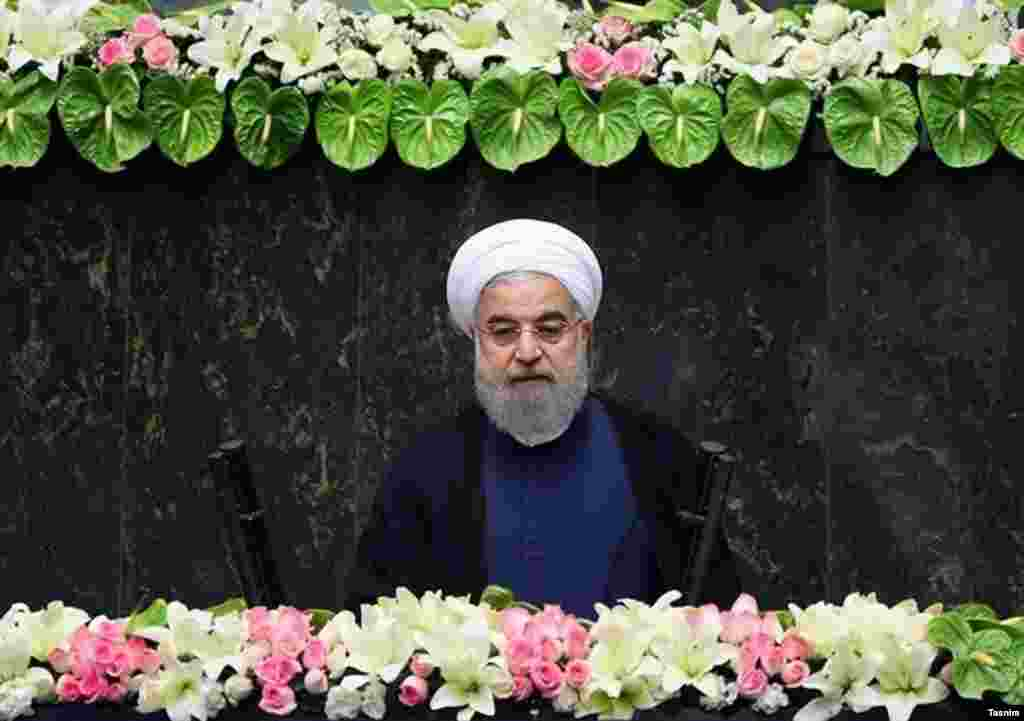 حسن روحانی در حالی دومین دوره ریاست جمهوری را با مراسم سوگند امروز آغاز کرد که نگرانی غرب درباره آزمایش موشکی توسط ایران جدی است.