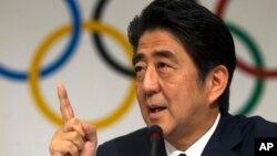 Tư liệu- Ảnh chụp ngày 7/9/2013, Thủ tướng Nhật lúc bấy giờ, ông Shinzo Abe, phát biểu tại cuộc họp báo của Ủy ban Olympic Quốc tế lần thứ 125 ở Buenos Aires, Argentina. Ngày 28/8/2020, Thủ tướng Abe bày tỏ ý định từ chức vì lý do sức khỏe. (AP Photo/Ivan Fernandez, File)