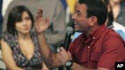 El equipo de Capriles ya había criticado que el acuerdo no incluyera regulaciones a las cadenas de televisión y radio de Chávez.