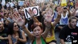 Biểu tình tại thủ đô Madrid chống các biện pháp kiệm ước mà chính phủ vừa công bố.