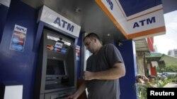 Beberapa ATM MasterCard dan Visa telah banyak terlihat di Rangoon, Burma sejak sanksi AS atas Burma diperlonggar Juli tahun ini.
