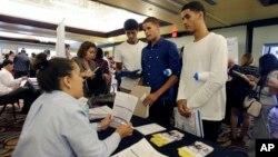 Feria de trabajos en Miami Lakes, Florida: la economía estadounidense sigue creando nuevos empleos.