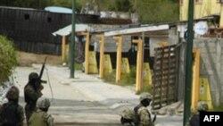 Мексиканские морские пехотинцы проводят операцию против наркокартеля в Акапулько. Мексика. 27 октября 2010 года