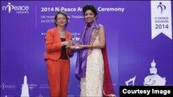 مونا پرکاش کو سندھ کے ضلع میں تعلیم کے ساتھ امن کو فروغ دینے پر این پیس ایوارڈ دیاگیا ہے