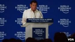 Rodrigo Duterte donne un discours à Phnom Pen, le 11 mai 2017. (Hean Socheata/ VOA Khmer)