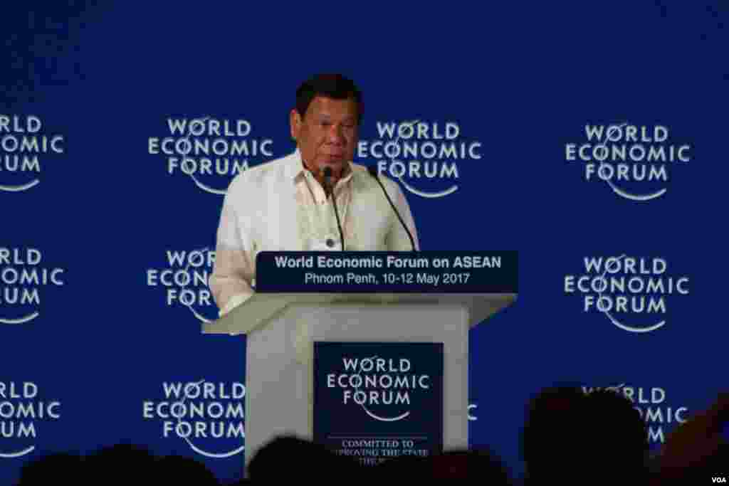 President of Philippines Rodrigo Duterte delivers a speech on the Opening Plenary: 50 Year Young, in World Economic Forum on ASEAN, in Phnom Penh, May 11, 2017. (Hean Socheata/VOA Khmer)