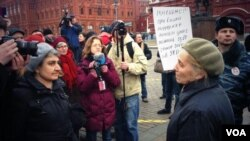 Участники демонстрации в Москве