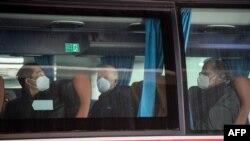 ჯანდაცვის მსოფლიო ორგანიზაციის ექსპერტები ავტობუსებითვუჰანში გაემგზავრნენ.