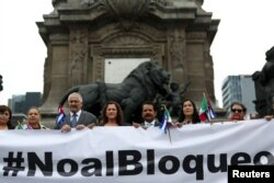 Dagoberto Rodriguez, Cuba's ambassador in Mexico, takes part with members of the Mexico-Cuba Friendship Group of the Chamber of Deputies during a demonstration against the trade embargo on Cuba by the U.S.