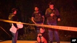 Pessoas na zona em que aconteceu o ataque, em ventura, Califórnia.