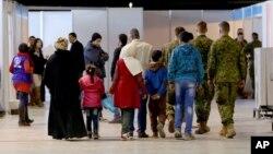 Сирийские беженцы в аэропорту в Аммане, Иордания, в ожидании вылета в Канаду. 8 декабря 2015.