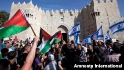 지난 5월 예루살렘 구시가지에서 '예루살렘의 날'을 축하하고 있는 팔레스타인과 이스라엘 주민들.