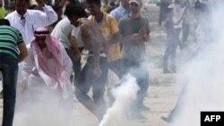 Cảnh sát Bahrain bắn lựu đạn cay vào người biểu tình ngăn chặn một xa lộ ở thủ đô Manama