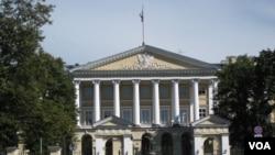 聖彼得堡市政府在十月革命後曾一度是列寧領導的布爾什維克政府所在地 (美國之音白樺拍攝)