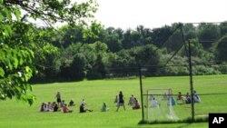 公立初中边上的绿茵球场