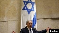 Perdana Menteri Israel Benjamin Netanyahu berpidato di parlemen Israel di Yerusalem (4/5). (Reuters/Ronen Zvulun)