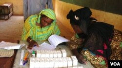 Warga Mali mempersiapkan pemilihan presiden.