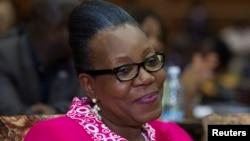 2014年1月20日,中非共和國首都班吉的市長凱瑟琳‧桑巴-潘扎慶祝自己在決選中獲勝,當選為中非共和國臨時總統。