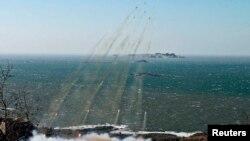 Korea Utara melakukan uji coba peluncuran misil untuk menyerang Kepulauan Daeyeonpyeong dan Baengnyeong bulan Maret lalu (Foto: dok). Korea Utara kembali melakukan ujicoba peluncuran misil dan menembakkan misil ke-6 dalam tiga hari terakhir akhir pekan ini.