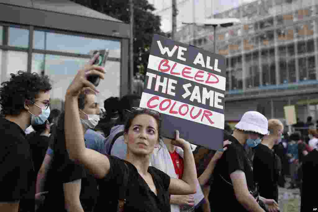 Protesters gather outside the Paris courthouse, Tuesday, June 2, 2020. Thousands of people ignored a police ban and met on the main Paris courthouse for a demonstration to show support for U.S. protesters as well as to denounce the death of a black man in 2016 shortly after French police arrested him.