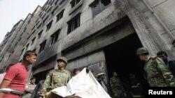 Decenas de los fallecidos saltaron al vacío desde la edificación de ocho pisos.