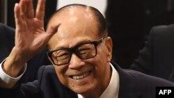 香港首富李嘉誠宣布退休。