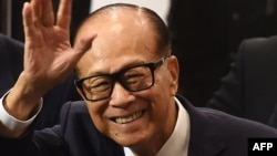 Hong Kong's richest man Li Ka-shing, 89, waves as he leaves a press conference in Hong Kong on March 16, 2018.